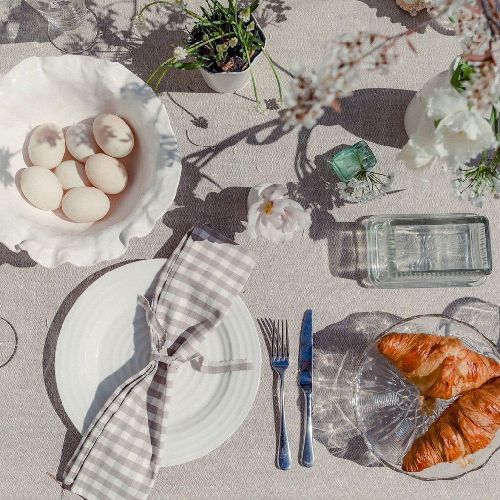 Studio Blackwell Summer Neutrals Linen Table Cloth & Napkin in Liberty Driftwood