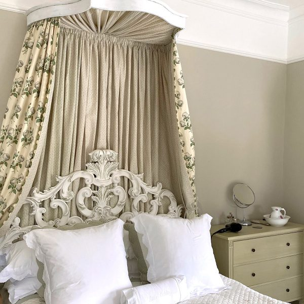 Studio Blackwell Bed curtains